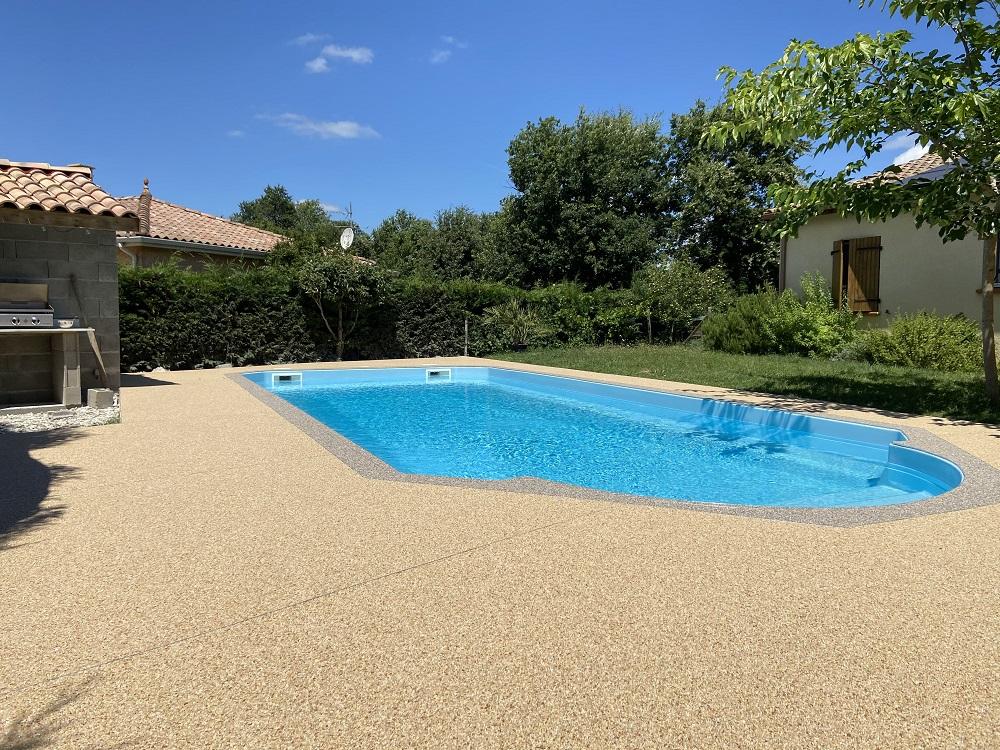 moquette de pierre terrasse piscine