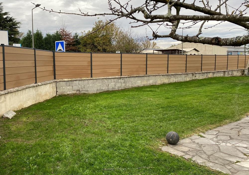 pose clôture bois composite